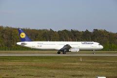 De Luchthaven van Frankfurt - de Luchtbus A321-100 van Lufthansa stijgt op Royalty-vrije Stock Afbeelding