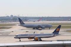 Vliegtuigen bij de Luchthaven van Frankfurt Royalty-vrije Stock Afbeeldingen