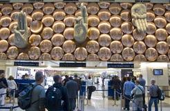 De Luchthaven van Gandhi van Indira - Aankomst Stock Afbeeldingen