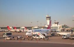 De luchthaven van Istanboel Stock Fotografie