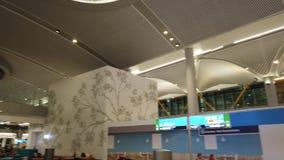 De Luchthaven van Istanboel het wachten banken stock footage