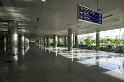 De luchthaven van Izmir, de aankomstzaal. Stock Foto's