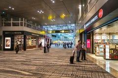 De Luchthaven van Singapore Changi met vrijstelling van rechten het winkelen gebied stock afbeeldingen