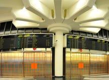 De luchthaven van Wiena - aankomstzaal Stock Foto's