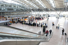 De Luchthavencontrole van Hamburg binnen Stock Afbeeldingen
