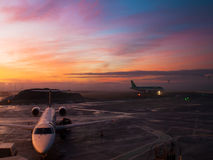 De luchthavenzonsondergang van Edinburgh Stock Afbeelding