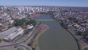 De luchtlengte van de stad van Sao Jose doet Rio Preto in de staat van Sao Paulo in Brazilië Juli, 2016 stock footage
