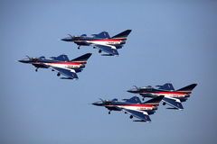 De Luchtmacht van China J10 die in groep vliegen Stock Fotografie