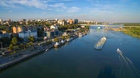 De luchtmening aan dijk van rostov-op-trekt aan Rusland Royalty-vrije Stock Afbeeldingen
