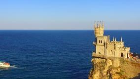 De luchtmening over kasteel slikt het Nest van ` s stock videobeelden