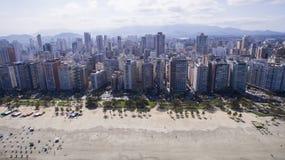 De luchtmening Santos, provinciehoofdstad van Baixada Santista, bepaalde van de plaats Stock Fotografie