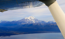 De Luchtmening van Alaska van MT Redoutevulkaan Stock Afbeeldingen