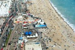 De luchtmening van Brighton, rijweg wordt gemaakt smallere wegens het gebouwde werk  Stock Foto