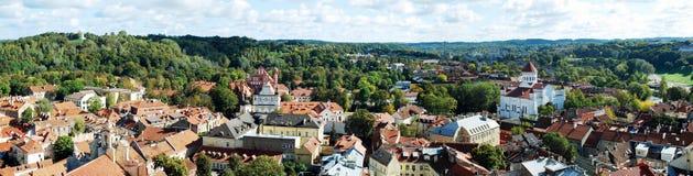 De luchtmening van de Vilniusstad van de Universitaire toren van Vilnius royalty-vrije stock foto