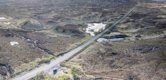 De luchtmening van de weg door het verbazende landschap van Rannoch legt vast Royalty-vrije Stock Afbeeldingen