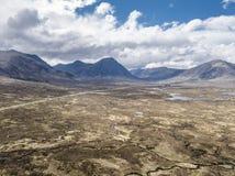 De luchtmening van het verbazende landschap van Rannoch legt naar Buachaillie Etive Mor vast Royalty-vrije Stock Fotografie