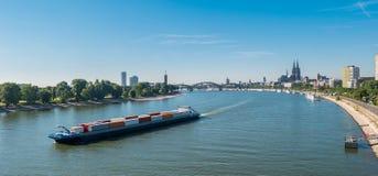 De luchtmening van Keulen, Duitsland over de Rijn-Rivier Royalty-vrije Stock Afbeeldingen
