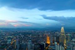 De Luchtmening van Kuala Lumpur City During Twilight stock fotografie