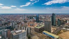 De luchtmening van Milaan van moderne torens en wolkenkrabbers en het Garibaldi-station in het bedrijfsdistrict timelapse stock video