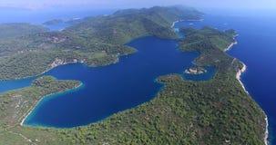 De luchtmening van mooi Mljet-Eiland, riep ook Groen Eiland, Kroatië stock footage