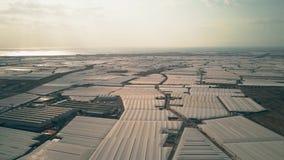 De luchtmening van reusachtige serre bewerkt dichtbij Almeria, Spanje stock videobeelden