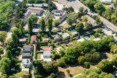 De luchtmening van Voorsteden huisvest Daken in de Stad van Wenen Stock Afbeeldingen