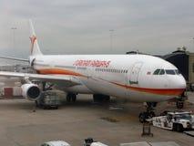 De luchtroutesvliegtuig van Suriname in schiphol royalty-vrije stock foto's