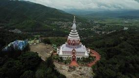 De luchttempel van meningswat thaton in Chiang Mai, Thailand stock video