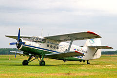 De Luchtvaartlijnen Antonov een-2 van Oefa Stock Afbeeldingen