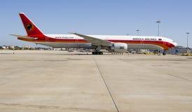 De Luchtvaartlijnen van Angola, Boeing 777 - 300 ER royalty-vrije stock foto's