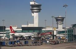 De Luchtvaartlijnen van ISTANBOEL, TURKIJE - Turkisk-- Ataturk-Luchthaven Stock Foto's