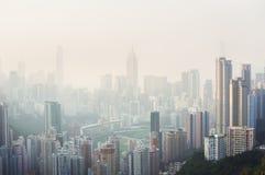 De luchtvervuiling hangt over Gelukkige Vallei, Hong Kong Stock Foto