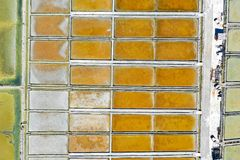 De luchtvogelsmening van de hemel van een zout filtert van de gebiedenstructuur en architectuur patroon in Sloveni? royalty-vrije stock foto's