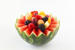 De luim sneed watermeloen met geassorteerd fruit binnen op een witte achtergrond royalty-vrije stock foto's