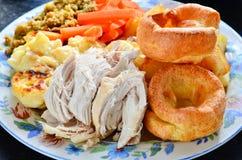 De lunch van de kippenzondag stock afbeelding