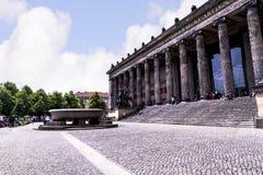 De Lustgarten-Kom buiten het Alte-Museum in Berlin Germany Stock Foto