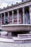 De Lustgarten-Kom buiten het Alte-Museum in Berlin Germany Stock Afbeelding