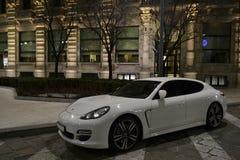 """De luxe """"Porsche """"parking dans la rue images libres de droits"""