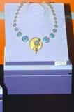 De Luxe van het de Juwelenhuis JUNWEX Moskou van de halsbandestheet glanst Royalty-vrije Stock Afbeeldingen