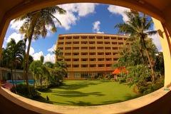 De luxehotels worden gevestigd langs het strand Stock Foto's