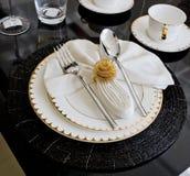 De luxelijst die plaatsen voor dineert in hotel royalty-vrije stock foto's
