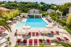 De luxueuze luchtmening van het hotel zwembad Royalty-vrije Stock Foto's