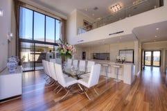 De luxueuze Moderne Keuken van het open-Plan Royalty-vrije Stock Afbeeldingen