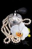 De luxueuze verstuiver van de parfumfles Stock Afbeelding