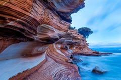 De målade klipporna på Maria Island, Tasmanien arkivfoto