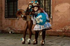 De många framsidorna av Venezia Arkivfoto