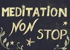 De méditation signe d'arrêt non, message écrit avec la craie sur le tableau noir Photos stock