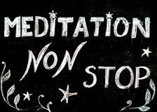De méditation signe d'arrêt non, message écrit avec la craie sur le tableau noir Photo stock