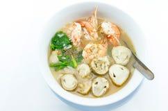 De maïsmeelpap voegt garnalen, paddestoelen, peper, voedsel Thailand, Thailand Onderzoek toe Stock Foto's