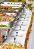 De maaltijd van het banket die op lijsten wordt gediend Stock Afbeelding